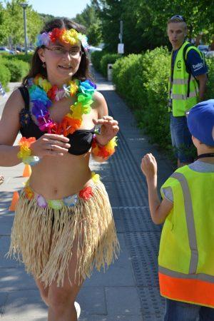 Joasia w stroju hawajskim